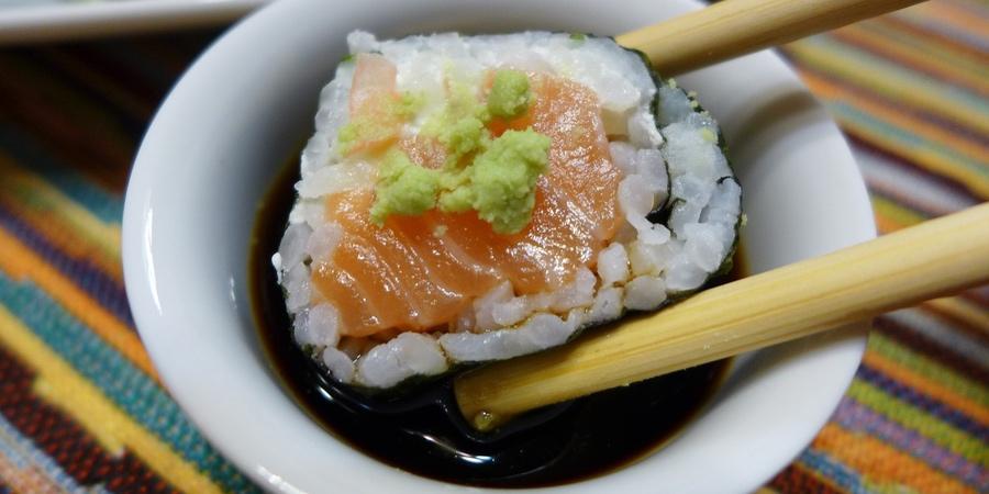 Sushi con hojas de alga nori sin gluten